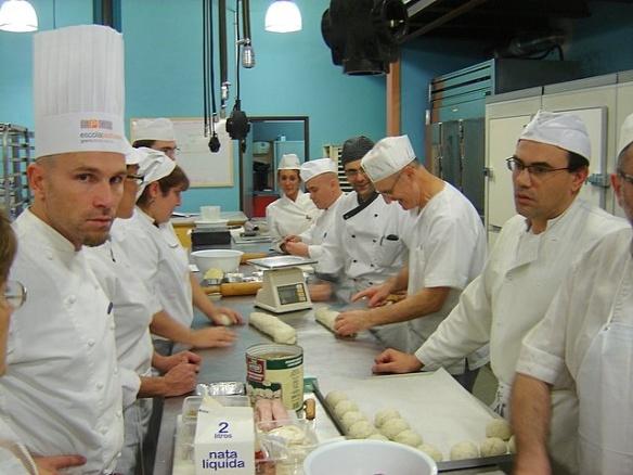 Martín Lippo en una escuela de cocina con otros chefs