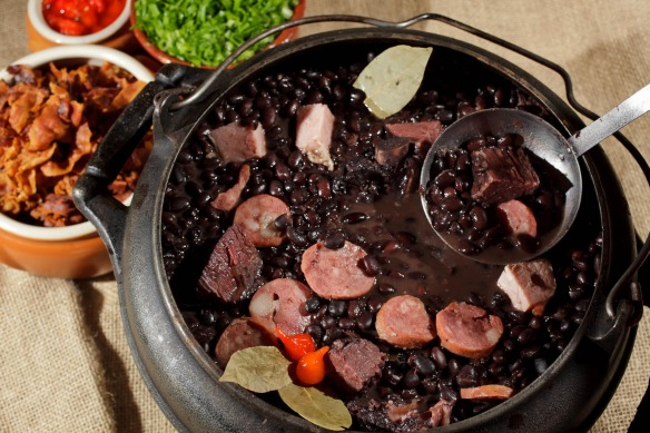 Feijoada (Cortesía: lugarzinho.com)